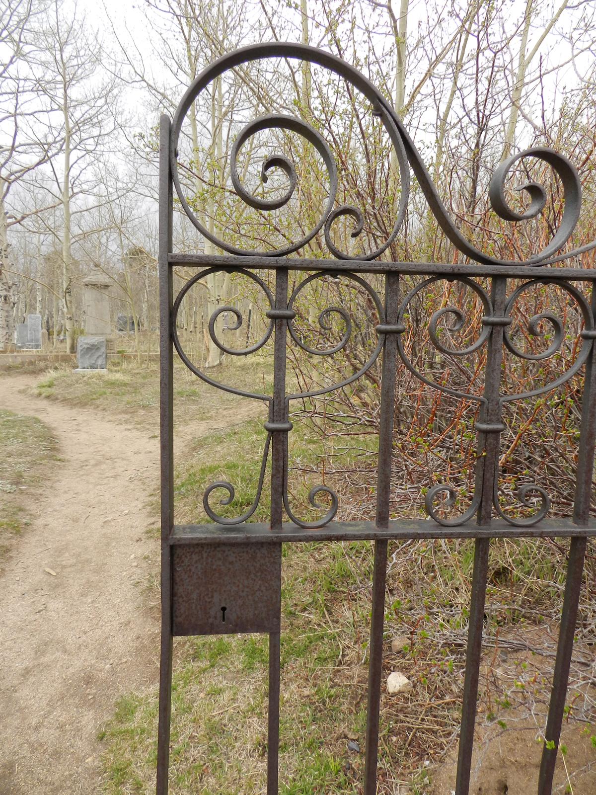 keyhole-gate